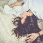 1分でも長く寝たい女子必見!寝ながらできるズボラ美容術とは?