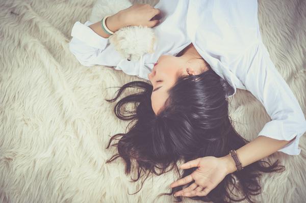 寝ながらできるズボラ美容術