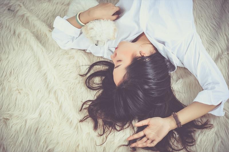 女性の方が男性よりも睡眠不足の影響を受けやすい